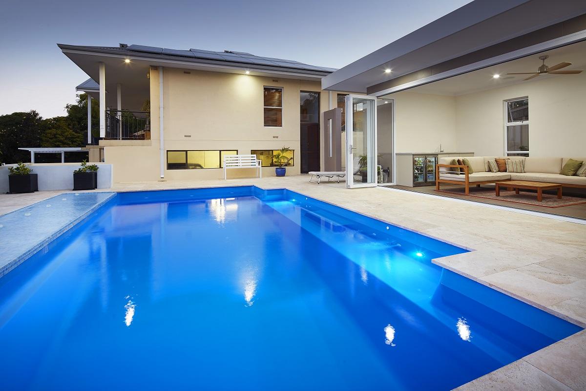 Venice Pool 7.6m x 4.4m 8